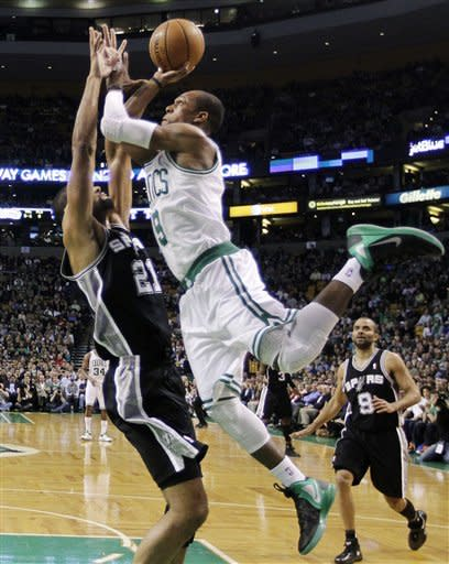 Spurs hold on, beat Celtics 87-86 for 9th in a row