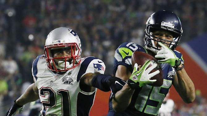 Seattle Seahawks wide receiver Jermaine Kearse (15) catches a pass in front of New England Patriots strong safety Malcolm Butler (21) during the second half of NFL Super Bowl XLIX football game Sunday, Feb. 1, 2015, in Glendale, Ariz. (AP Photo/Matt York)