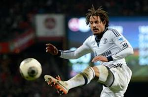 Jermaine Jones misses Qatar trip to consider Schalke future