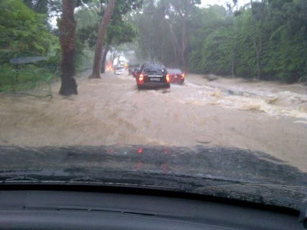 Eng Neo Avenue flooded (courtesy of @Nadya_HutaGalng)