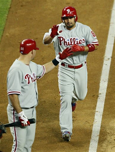 Pence helps Phillies snap three-game skid