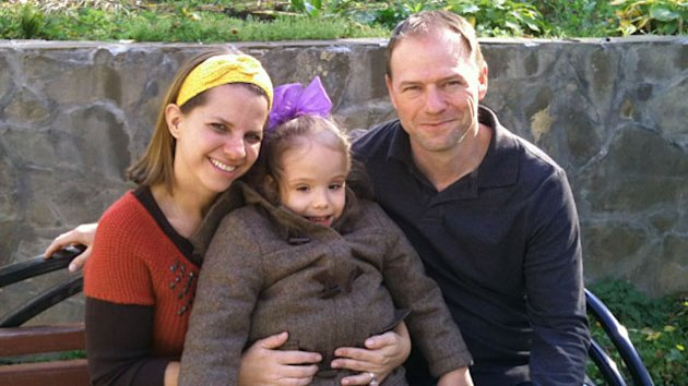 Couple Leave Russia With Adopted Girl (ABC News)