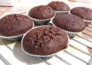 Chocolate pudding is a great filling for cupcakes.