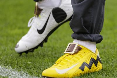 Odell Beckham Jr. is wearing Charlie Brown and Snoopy shoes