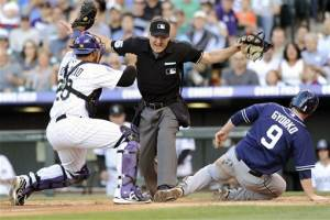 Grandal's grounder in 12th lifts Padres, 6-5