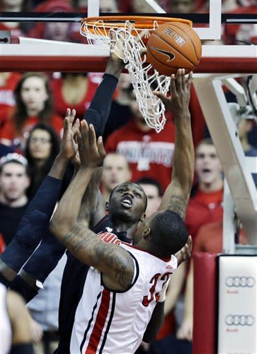 Blackshear has career-high 19 for No. 11 Cardinals