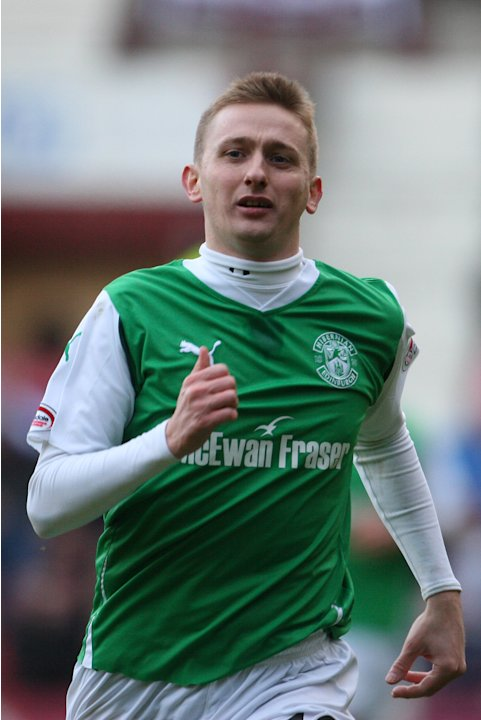 Former Hibernian striker Derek Riordan has joined Bristol Rovers on a short-term deal