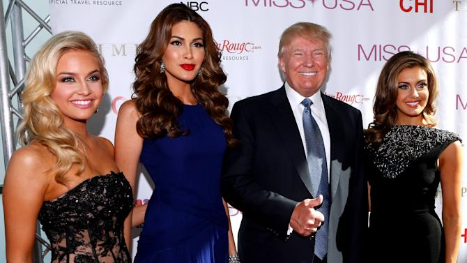 From left, Miss Teen USA 2013 Cassidy Wolf, Miss Universe 2013 Gabriela Isler, Donald Trump, and Miss USA 2013 Erin Brady pose during a red carpet event before the Miss USA 2014 pageant in Baton Rouge, La., Sunday, June 8, 2014. (AP Photo/Jonathan Bachman)