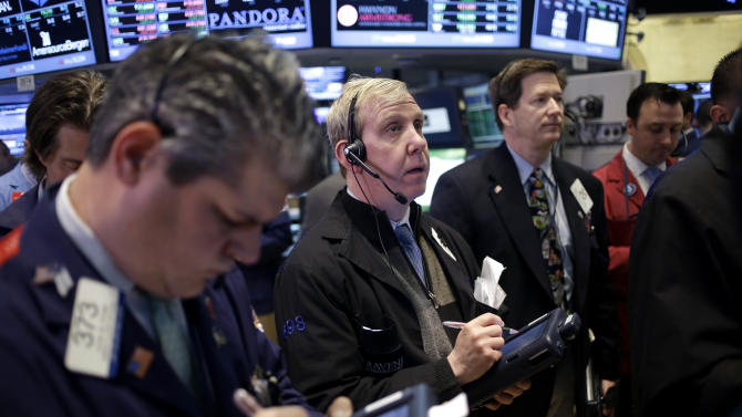 Stocks edge higher as energy stocks rebound