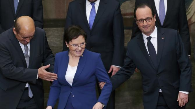 French President Hollande and Defence Minister Le Drian assist Poland's Prime Minister Kopacz as they pose during a Franco-Polish summit at the Elysee Palace in Paris