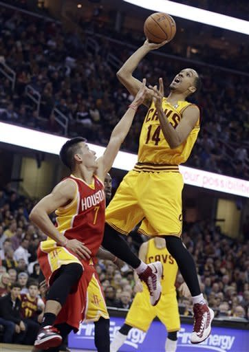 Harden leads Rockets past Cavaliers 112-104