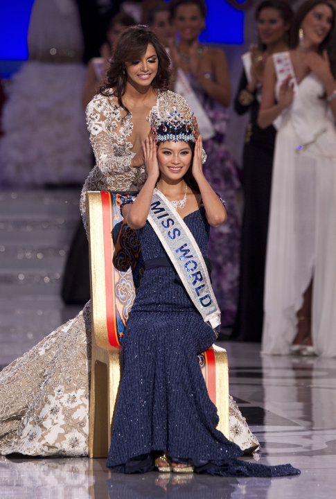 Miss World 2011, Ivian Lunasol Sarcos Colmenares of Venezuela, behind, crowns Yu Wenxia of China as the Miss World 2012 during the Miss World 2012 beauty pageant at the Ordos Stadium Arena in inner Mo