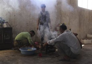 Free Syrian Army fighters prepare food in Kansafra