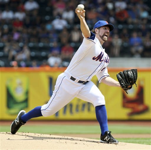 Dickey wins 15th as Mets end home losing skid at 9