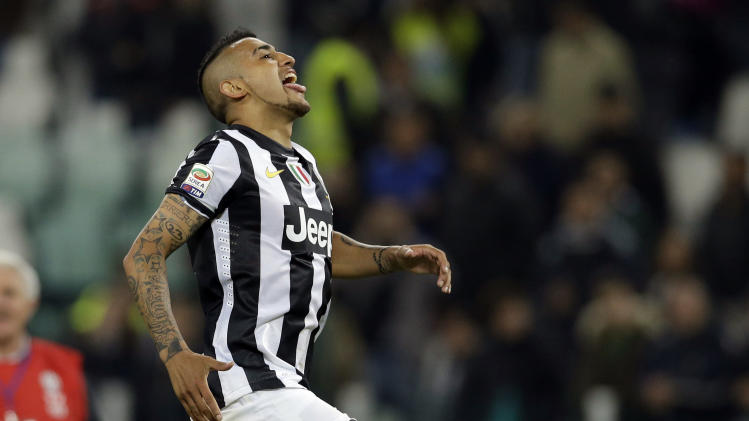 Juventus midfielder Arturo Vidal, of Chile, celebrates at the end of a Serie A soccer match between Inter Juventus and AC Milan, at the Juventus stadium in Turin, Italy, Sunday, April 21, 2013. Juventus won 1-0. (AP Photo/Luca Bruno)