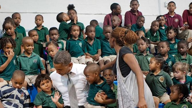 Kids kissing photobomb Obama