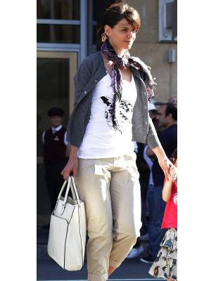 Katie Holmes is spotted outside the Sonsie restaurant on September 21, 2009 in Boston, Mass. -- FilmMagic