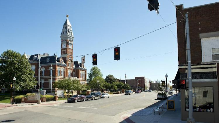 This Oct. 9, 2013 photo shows the Nodaway County Courthouse in downtown Maryville, Mo. Melinda Coleman, of Maryville, says she and her family never stopped cooperating with investigators in the alleged sexual assault of her daughter, despite a county prosecutor's statement to the contrary. (AP Photo/The Kansas City Star, David Eulitt)