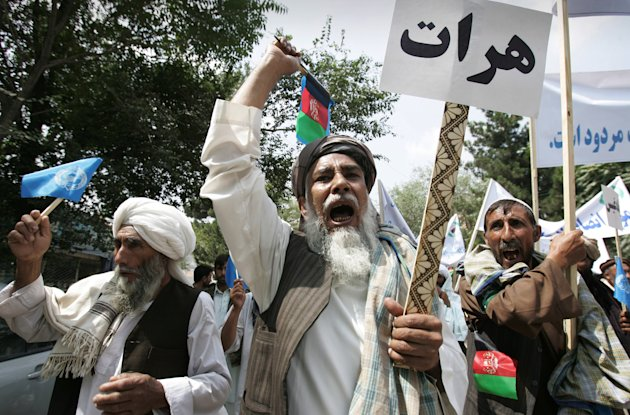 Afghans chant anti-government slogans during a protest in Kabul, Afghanistan, Sunday, July 8, 2012. Hundreds of Afghans part of the Wefaq's party protested against the government for reforms in governmental positions. (AP Photo/Ahmad Nazar)