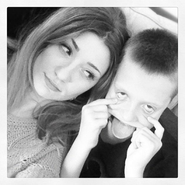"Celebrity Twitpics: Girls Aloud's Nicola Roberts has always been close to her family, and this week she spent some quality time with them. She tweeted this photo along with the caption: ""Brothers."""