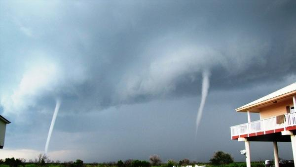 Rare Twin Waterspouts Caught on Camera