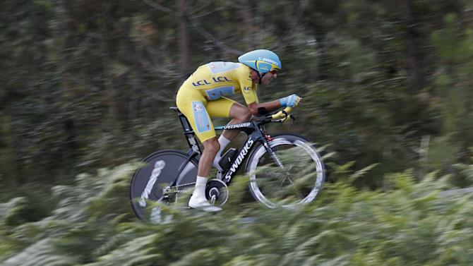 Italy's Vincenzo Nibali, wearing the overall leader's yellow jersey, strains during the twentieth stage of the Tour de France cycling race, an individual time-trial over 54 kilometers (33.6 miles) with start in Bergerac and finish in Perigueux, France, Saturday, July 26, 2014. (AP Photo/Christophe Ena)