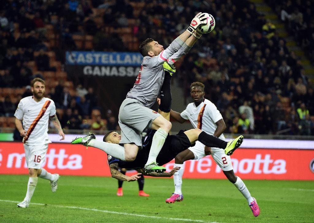 Roma defeat edges Juve closer to title