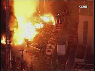 Car hits gas line, causes explosion in Kansas City