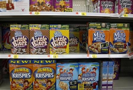 Boxes of Kellogg&#39;s cereal are displayed on a store shelf in Westminster, Colorado April 26, 2009. REUTERS/Rick Wilking