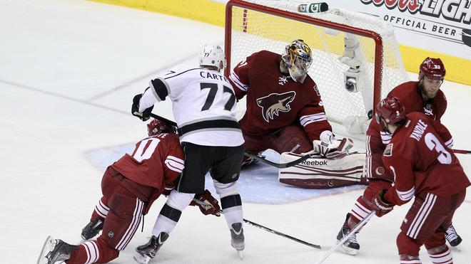Jeff Carter #77 Of The Los Angeles Kings Scores Against Goaltender Mike Smith #41 Of The Phoenix Coyotes In The Getty Images
