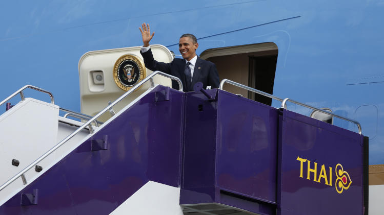 U.S. President Barack Obama waves as he steps off Air Force One at Don Mueang International Airport in Bangkok, Thailand, Sunday, Nov. 18, 2012. (AP Photo/Carolyn Kaster)