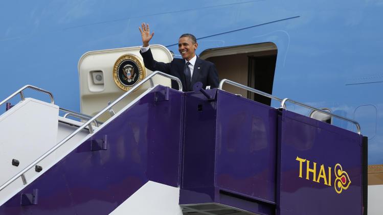 U.S. President Barack Obama waves as he steps off Air Force One at Don Mueang International Airport in Bangkok, Thailand, Sunday, Nov. 18, 2012. (AP Photo/Carolyn Kaster)