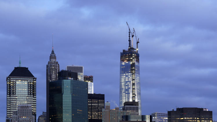 Weather postpones trade center's ascent to tallest