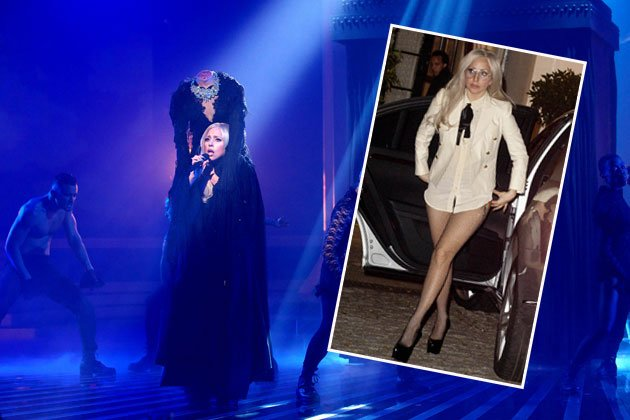 Wo hat Lady Gaga nur ihren Kopf - oder ihre Hose? (Bilder: Getty Images, REX)