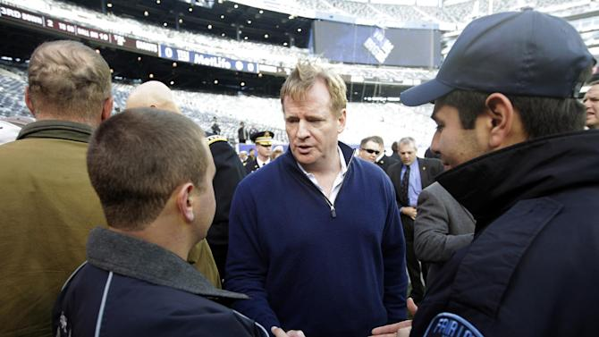 Superstorm Sandy first responders Geovanny Buitron, right, and Steve Shore, left, talk to NFL Commissioner Roger Goodell before a football game between the New York Giants and the Pittsburgh Steelers, Sunday, Nov. 4, 2012, in East Rutherford, N.J. (AP Photo/Frank Franklin II)