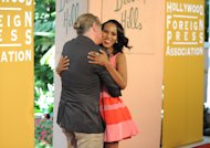 Don Johnson abraza a Kerry Washington al llegar al almuerzo anual de la Asociacin de la Prensa Extranjera de Hollywood, el jueves 9 de agosto del 2012 en Beverly Hills, California. (Foto por Jordan Strauss/Invision/AP)