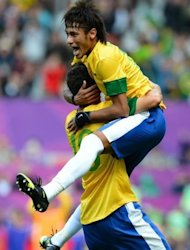 Brazil&#39;s Neymar (R) celebrates with teammate Oscar after scoring his team&#39;s second goal during the London 2012 Olympic Games men&#39;s football match between Brazil and Belarus at Old Trafford in Manchester. Neymar showed just why the world&#39;s top football clubs want to sign him with a virtuoso display as Brazil came from a goal behind to beat Belarus 3-1 at a packed Old Trafford on Sunday