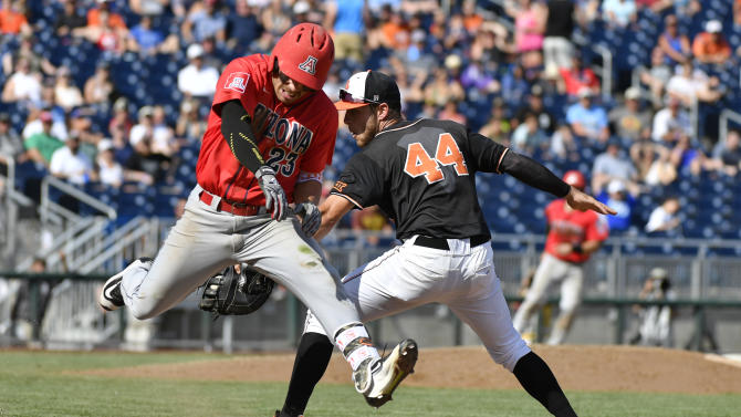 Arizona's Zach Gibbons (23) is safe at first base as a throwing error from Oklahoma State second baseman J.R. Davis pulls first baseman Andrew Rosa (44) off the bag in the eighth inning of an NCAA men's College World Series baseball game, Friday, June 24, 2016, in Omaha, Neb. (AP Photo/Ted Kirk)