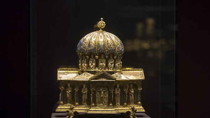 FILE - In this Jan. 9, 2014 file picture the medieval Dome Reliquary (13th century) of the Welfenschatz, is displayed at the Bode Museum in Berlin. A panel set up by the German government says a medieval treasure at the center of a long-running ownership dispute should stay with a Berlin museum and not be given to the heirs of Nazi-era Jewish art dealers. Thursday's March 20, 2014 recommendation on the fate of the Welfenschatz, or Guelph Treasure, by a decade-old commission created to help resolve restitution claims isn't binding but carries moral weight. (AP Photo/Markus Schreiber,file)