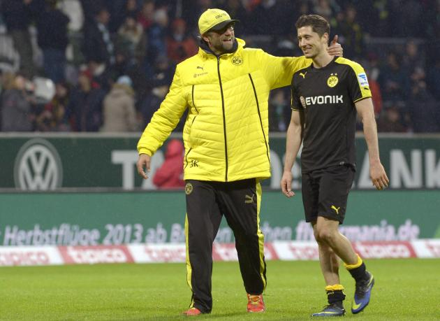 Borussia Dortmund's coach Klopp embraces forward Lewandowski after the German Bundesliga first division soccer match against Werder Bremen in Bremen