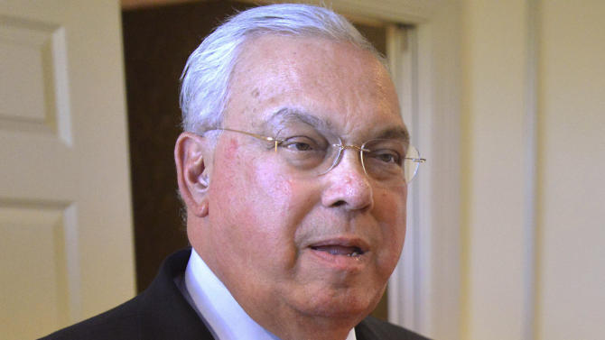 FILE - This Oct. 5, 2012 file photo shows Boston Mayor Tom Menino during a campaign event for Senate candidate Elizabeth Warren in Boston. Spokeswoman Dorothy Joyce says Menino twisted his ankle on his way to an event Friday morning, April 12, 2013, and an X-ray revealed a fracture. (AP Photo/Josh Reynolds, File)