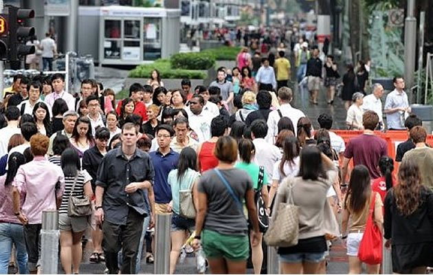 Singapore&#39;s total population increased by 2.5 per cent between 2011 and 2012, despite a low birth rate of 1.2 live births per female. (AFP file photo)
