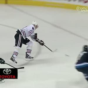 Marian Hossa redirects slick pass from Toews