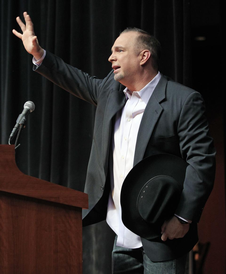 "Garth Brooks thanks the crowd Tuesday, March 6, 2012, during the announcement that he will be inducted into the Country Music Hall of Fame in Nashville, Tenn. Brooks, Connie Smith, and Hargus ""Pig"" Robbins will become the newest members. (AP Photo/Mark Humphrey)"