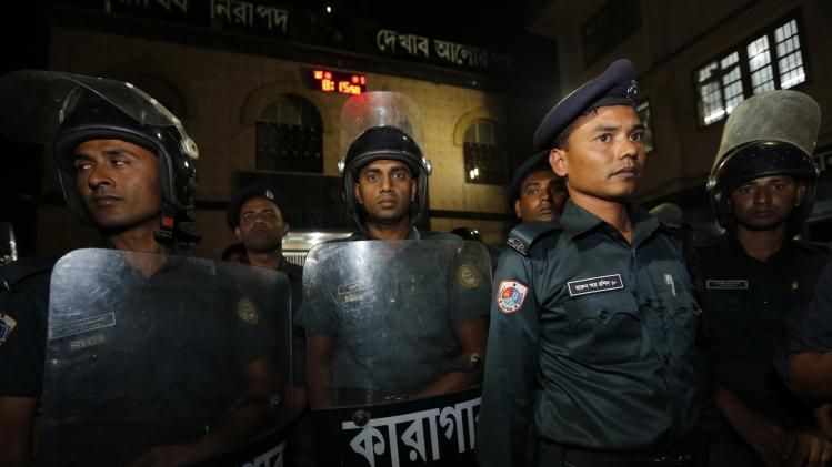 Police stand guard in front of the gate of Dhaka Central Jail during a meeting between Islamist leader Mollah and his relatives in Dhaka