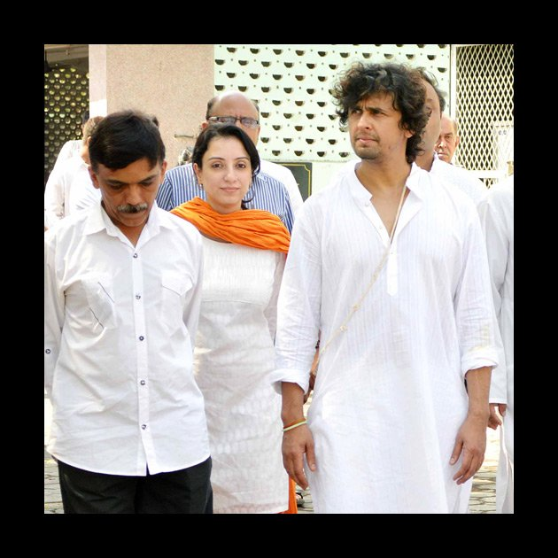 Spotted: Celebs pay their respects to Sonu Nigam&amp;#39;s mother