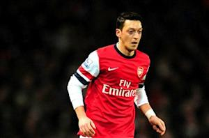 Wenger: Too much is expected of Ozil