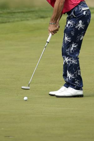 Billy Horschel putts on the third hole during the fourth round of the U.S. Open golf tournament at Merion Golf Club, Sunday, June 16, 2013, in Ardmore, Pa. (AP Photo/Charlie Riedel)