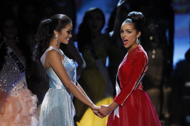 Miss USA Olivia Culpo (R) reacts with Miss Philippines Janine Tugonon after winning the Miss Universe pageant at Planet Hollywood Resort and Casino in Las Vegas, Nevada December 19, 2012. Tugonon is the runner-up. REUTERS/Steve Marcus (UNITED STATES - Tags: ENTERTAINMENT TPX IMAGES OF THE DAY) FOR EDITORIAL USE ONLY. NOT FOR SALE FOR MARKETING OR ADVERTISING CAMPAIGNS