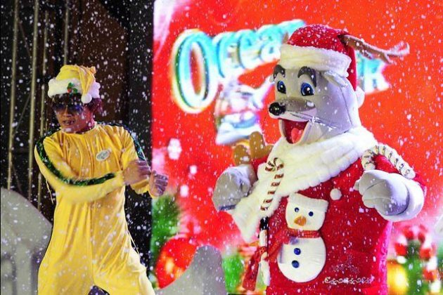 An actor dressed up as Bruce Lee together with the major mascot of the Ocean Park Hong Kong, Whiskers performs the gangnam style dance during the launch of the Ocean Park Hong Kong Christmas Sensation - Santa Festival held at the Manila Marriott Hotel in Newport Boulevard, Pasay City Manila on 08 November 2012. (Angela Galia/NPPA images)